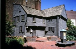 K-_Revere_House_courtyard_viewu